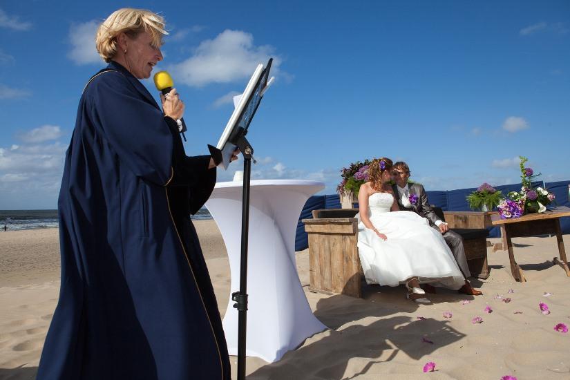 20170916 Trouwen Op Het Strand In Katwijk Met BABS Trouwambtenaar Marie France Aarnink